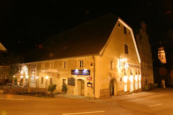 Brauhaus bei Nacht